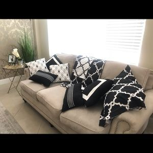 Set of Throw Pillows and Duvet And Pillow Cover